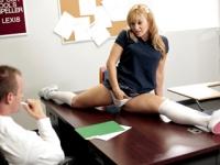 Blonda gimnasta arsa in pizda de pula unui profesor dotat