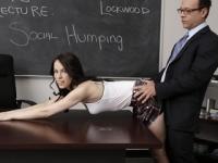 Bruneta este luata la pula drept pedeapsa de la prof