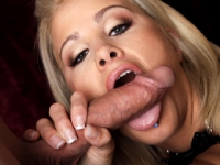 Jessica Nik suge pula pana sare sperma pe ea