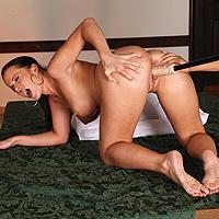 2 lesbiene perverse se masturbeaza excitant