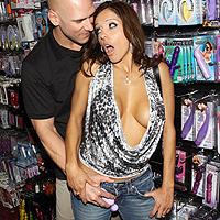 Sex anal intr-un sexy shop cu o flocoasa perversa