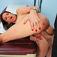 Scena de futai cu medicul ginecolog care trage pula in pizda
