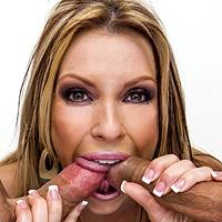 Perversiuni sexuale cu o muista fututa anal dur de 2 pule