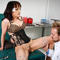 Tettona arrapata scopata hard dal dottore