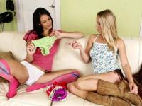 Vreti sa futeti si sa dati la muie celor 2 lesbiene ?