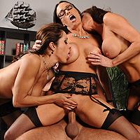 Cum pula mea sa nu futi 3 zdrente bisexuale?