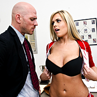 Blonda cu tate superbe este fututa pe birou de un dotat