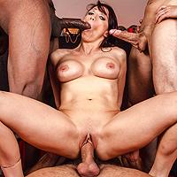 O roscata facuta posta de 4 gagii care ard anal, vaginal si oral