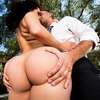 Sex anal cu o curva in parcul de distractii